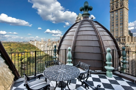 if-you-head-up-to-the-roof-you-get-amazing-views-of-central-park-and-fifth-avenue (1)